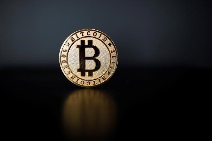 Криптовалюта Биткойн поднялась выше $12.036,6, показав рост на 0,25%