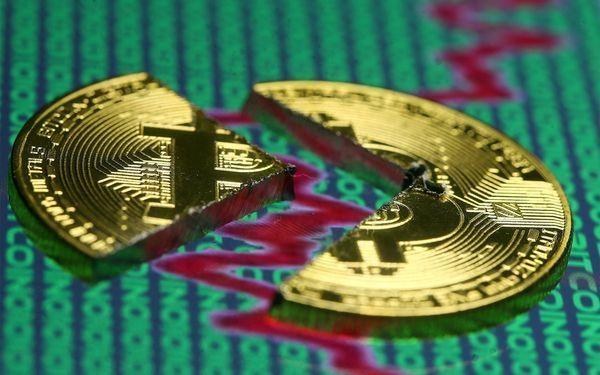Криптовалюты ушли в глубокое пике, биткоин упал на 10%