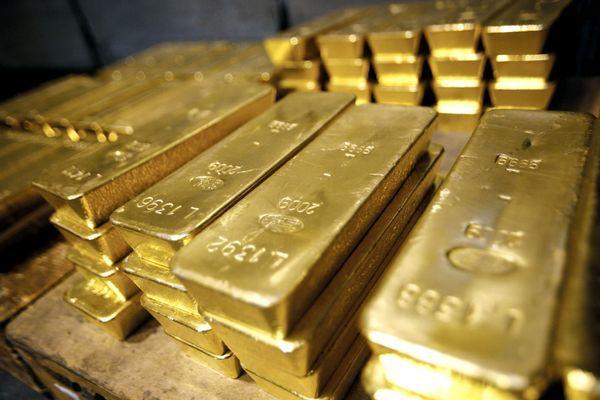 Курс золота падает второй день, тройская унция уходит все ниже $1500