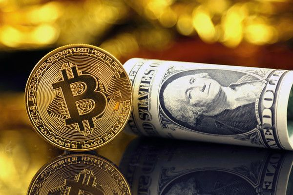 Криптовалюты остаются под давлением, но не биткоин