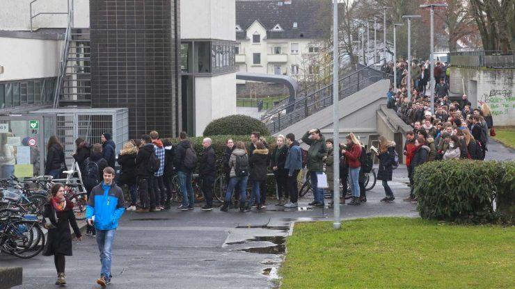 Университет вынудил 38 000 человек стоять в очереди ради сброса пароля