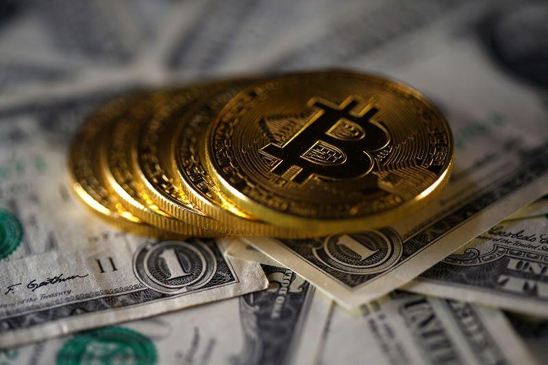 Криптовалюта Биткоин поднялась выше $9.514,5, показав рост на 2%