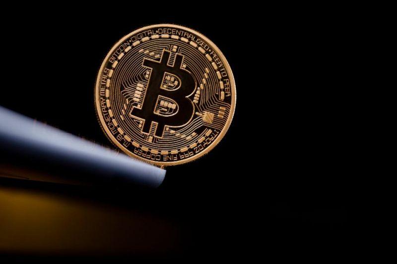 Цена биткоина рискует опуститься до $8000