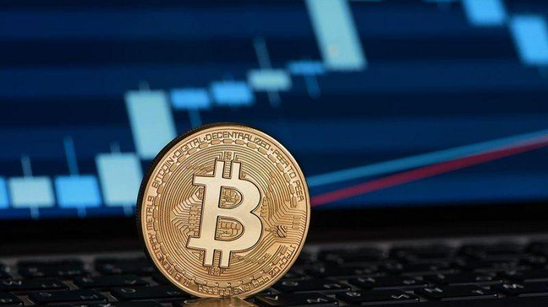 Цена биткоина застряла на отметке $11 000, но падения пока не предвидится