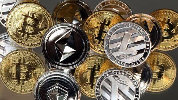 Криптовалюты неоднозначны на фоне падения биткоина