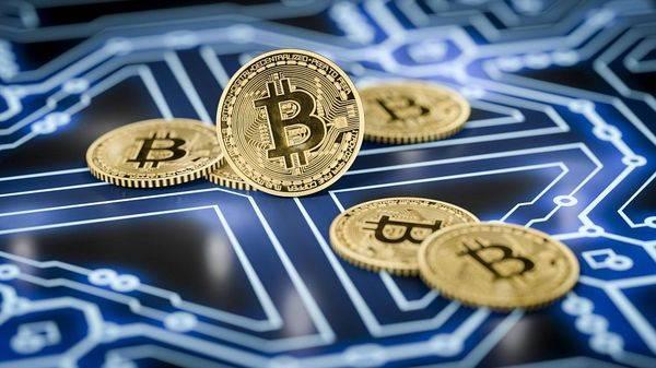 Криптовалюты падают после взлета биткоина до отметки 10000$