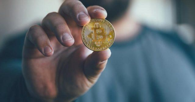 Аналитик рассказал, с чем связан активный всплеск пользователей биткоина