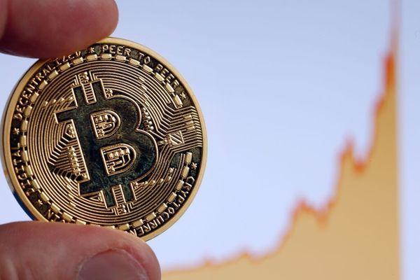 Курс биткоина: Криптовалюте все труднее расти