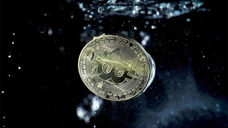 Какова вероятность повторения биткоином мартовского сценария?