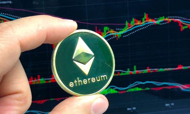 Инвесторы активно выводят Ethereum с бирж