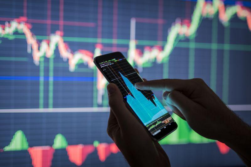За пять месяцев пользователь смог заработать около $1 млн на бирже Uniswap