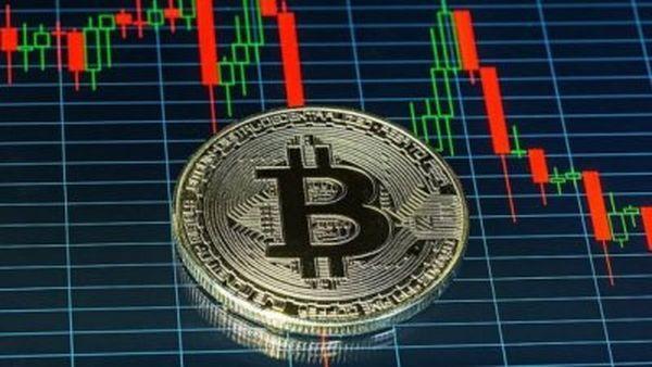 Крипторынок толкают отдельные спекуляции. Это конец пузыря биткоина?