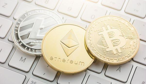 Курсы криптовалют остаются под давлением