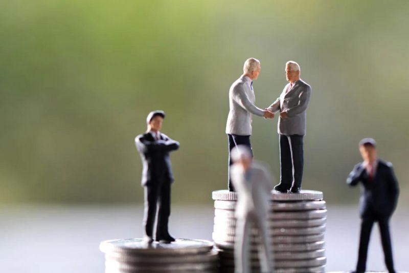 Розничные инвесторы не уступают институционалам в покупке биткоина