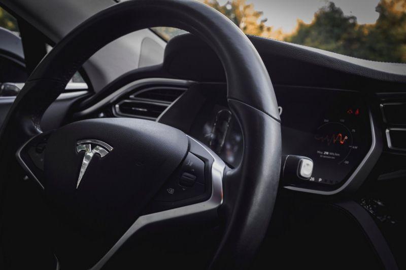 Пользователь предложил купить 111 Tesla, если компания добавит поддержку BCH
