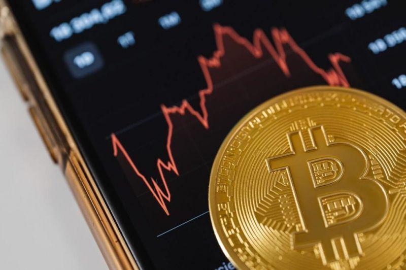 В какую сторону двинется цена биткоина? Мнение экспертов