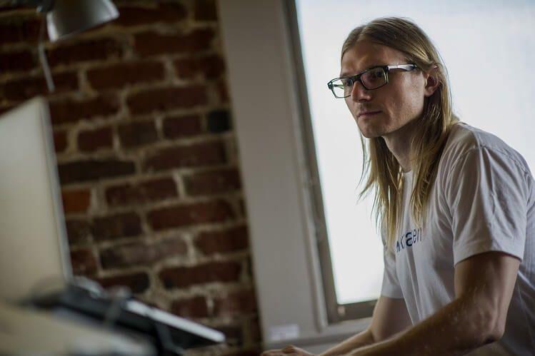 Джесси Пауэлл: Илону Маску стоит более внимательно изучить тему майнинга биткоина