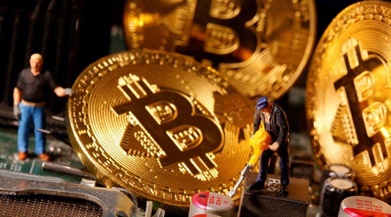 Выручка биткоин-майнеров за июль составила почти $1 млрд