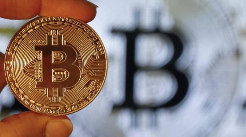 Пора продавать биткоин? Мнения аналитиков